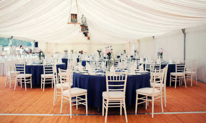 VIP podlaha do stanu na pronájem na svatbu
