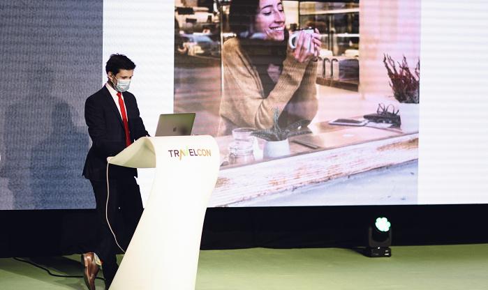 Hybridní on-line konference