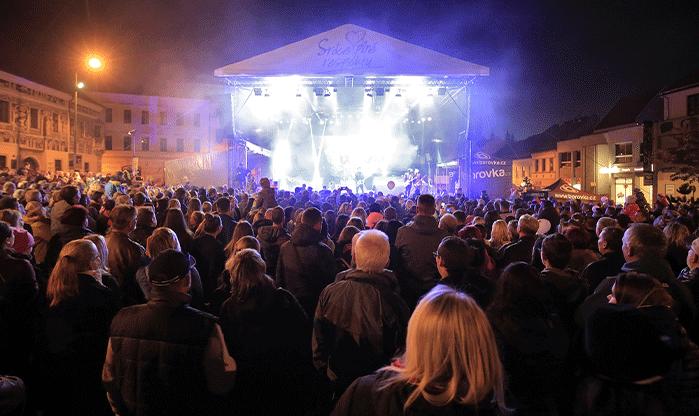 Black stage a truss 12x10m na pronájem Praha